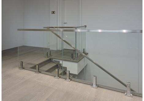 Где используются стойки для стеклянных перил и ограждений